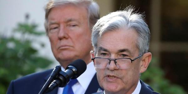 Face à Trump, le patron de la Fed réaffirme son indépendance avec force