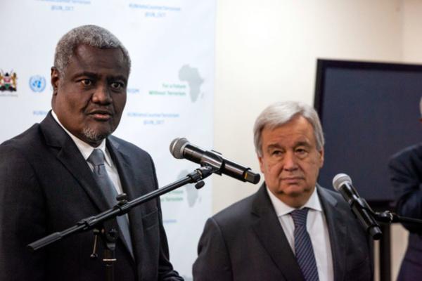 PNUE/Duncan Moore Point de presse conjoint du Secrétaire général de l'ONU, António Guterres (à droite), et du Président de la Commission de l'Union africaine, Moussa Faki Mahamat. (10 juillet 2019)