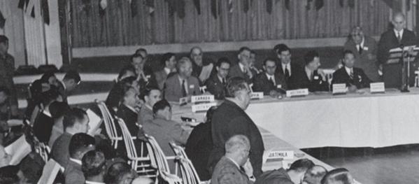 730 délégués représentant les 44 nations alliées ont assisté à la conférence de Bretton Woods. Henry Morgenthau Jr., président de la conférence, s'adresse aux délégués. Photo: © Bettmann / Getty Images
