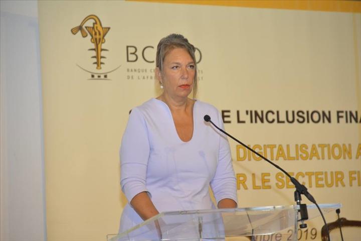 Risques liés à la digitalisation des services financiers : L'ambassadrice de Suisse appelle à la protection des consommateurs