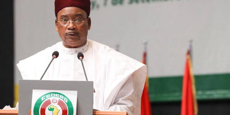Mahamadou Issoufou, président en exercice de la Cedeao : «La junte militaire doit nous aider à aider le Mali »