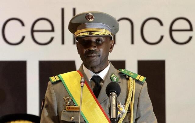 Mali : le colonel Assimi Goïta investi président de la Transition