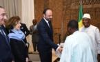 """Mali : le Premier ministre français  insiste sur les """"deux jambes"""" de la sécurité et du développement."""